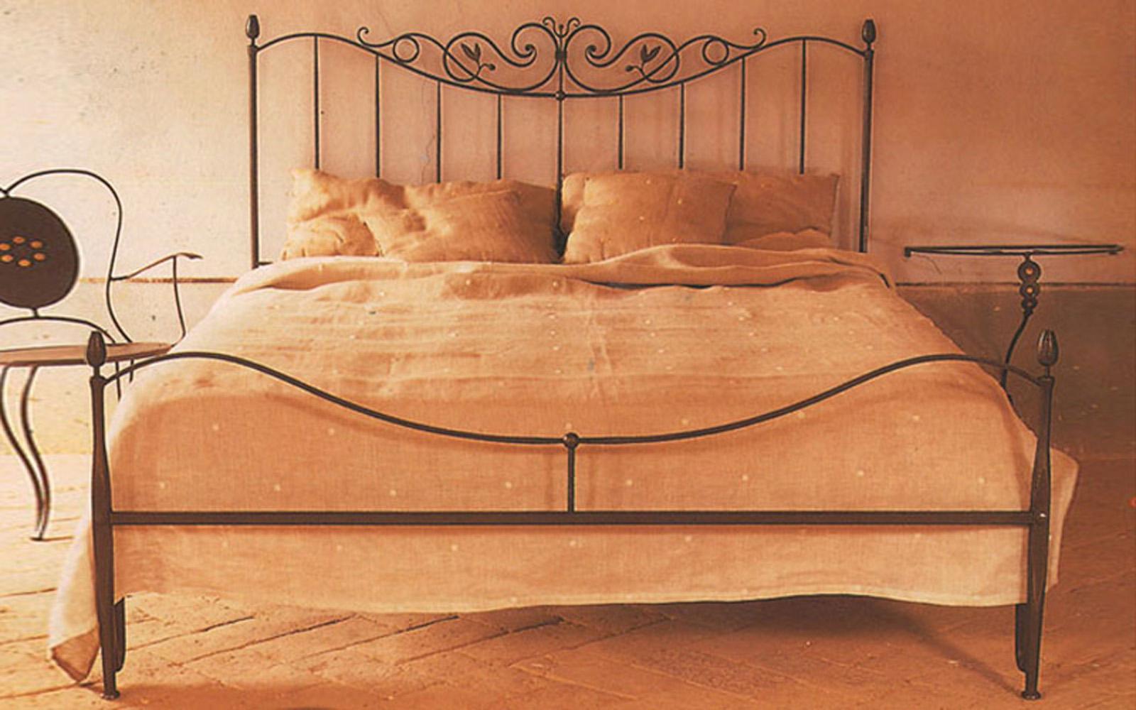 Letto per camera in ferro ziro letti in ferro battuto for Camera letto ferro battuto