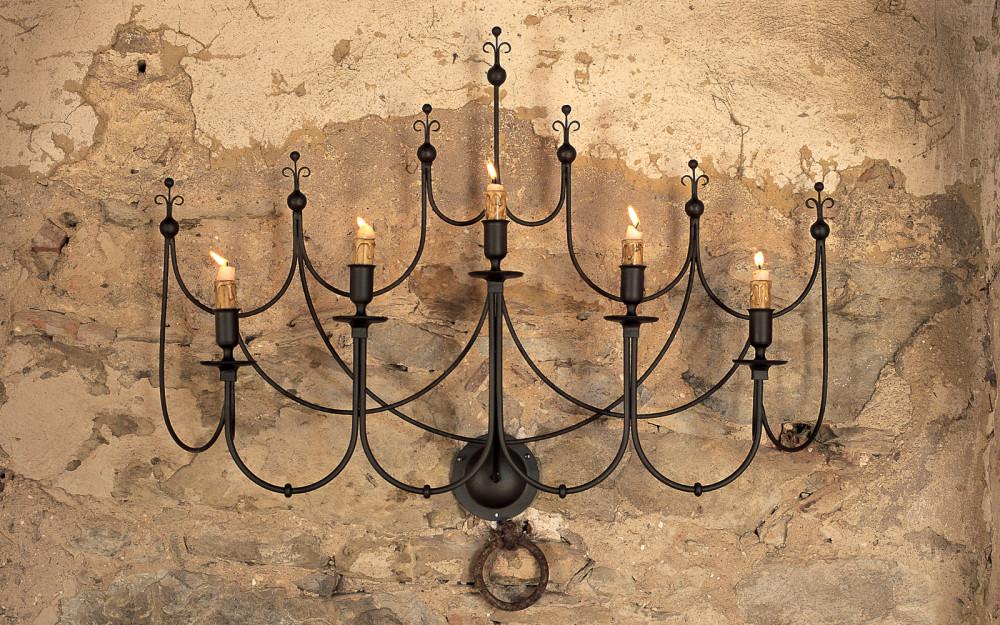 Applique lampada a muro in ferro battuto con paralume a ventola