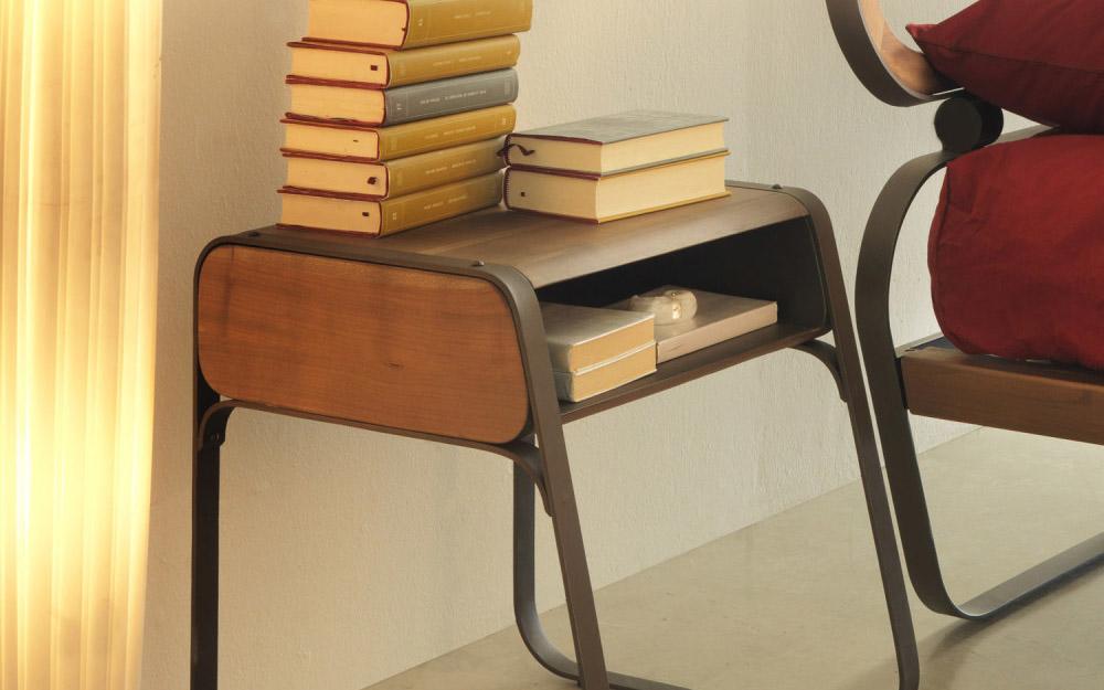 Comodini ferro legno moderni letti in ferro battuto for Comodini moderni